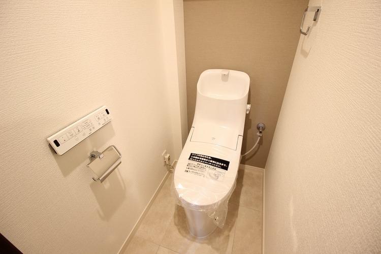 アクセントクロスがお洒落なトイレ
