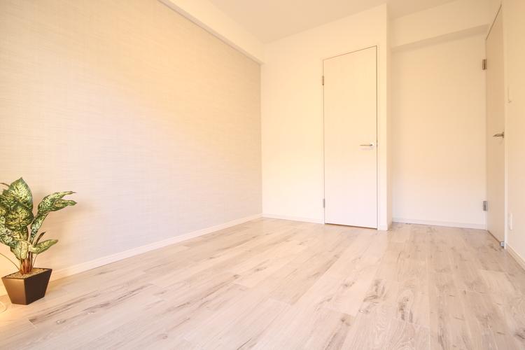 一部の壁面にアクセントクロスを施したことで、ぐっとおしゃれな空間に