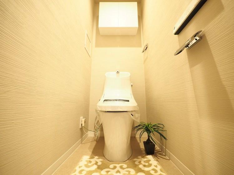トイレはゆとりのある大きさを確保しておりますので、ゆったりとお使い頂けます。もちろんシャワートイレになります。
