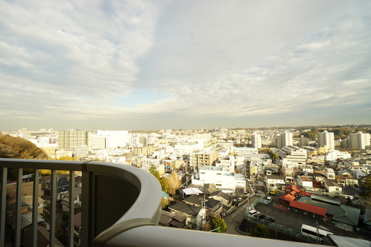 バルコニーからの眺望 視線を遮るものがなく見晴らしがいいです。