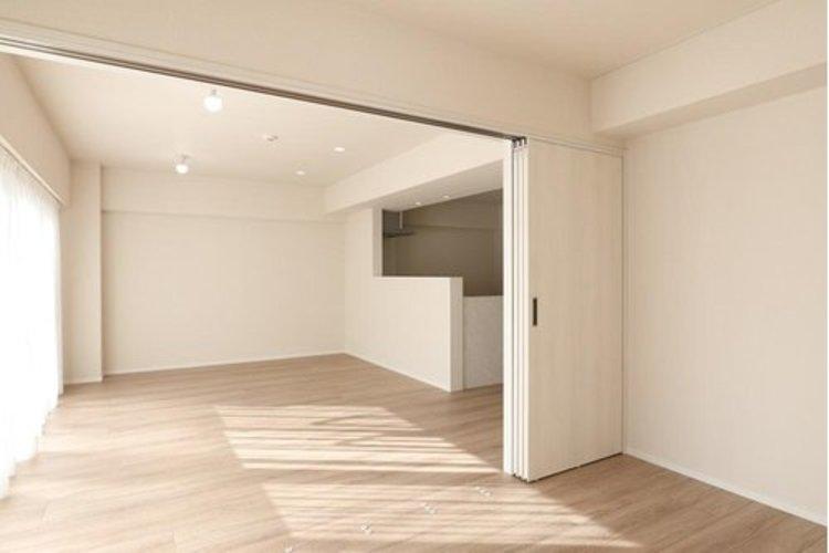 引き戸を開放することによってリビングと一体とし、広々としたお部屋としてもご利用できます。