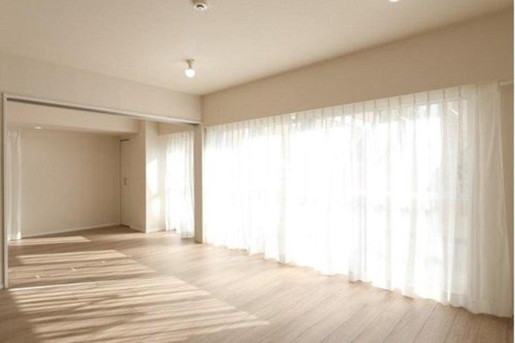 陽光も降り注ぐ明るく開放的な間取りが魅力的です。