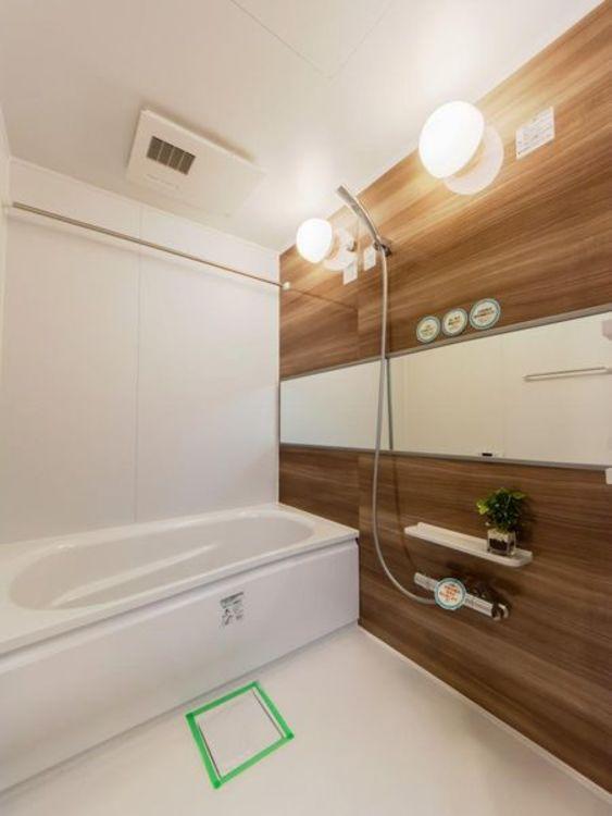 「バスルーム」浴室乾燥機付き