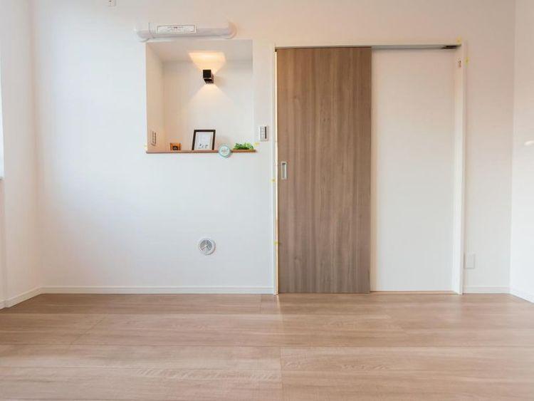 「洋室」約5.4帖 収納スペースが充実した、心地よい空間