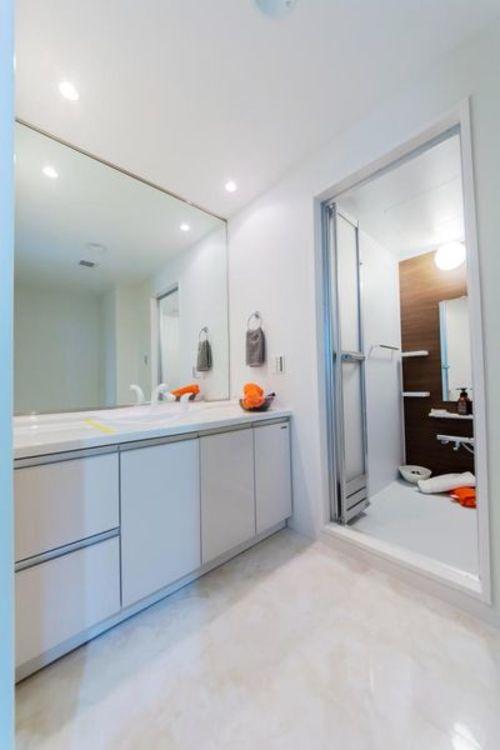 「洗面室」広々とした洗面スペース
