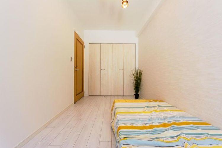 「洋室」約5.2帖 大型クローゼット付きでお部屋が綺麗に片付きます。
