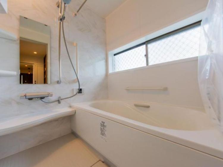 【浴室】広々としたお風呂で一日の疲れが癒せます