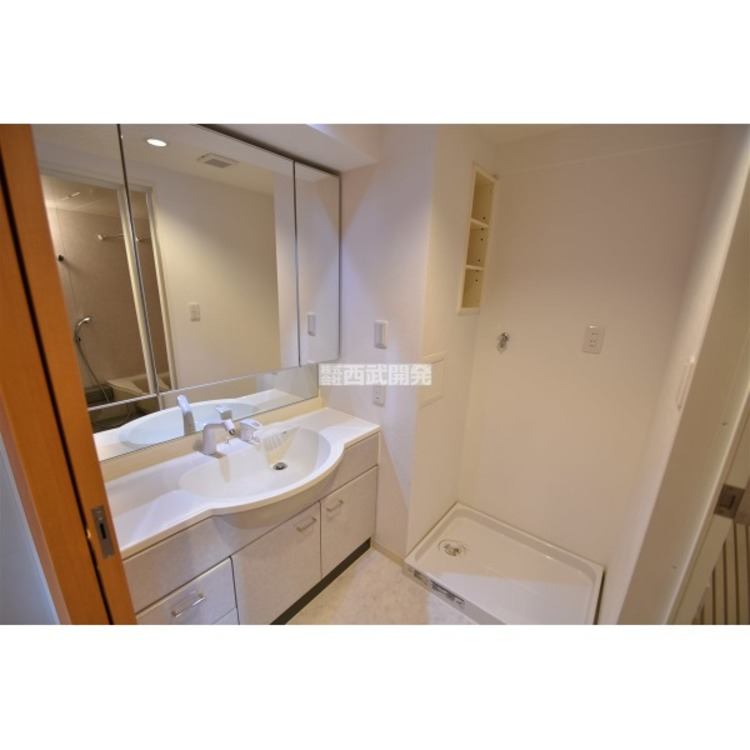 ご家族揃って身支度可能なゆとりの洗面室