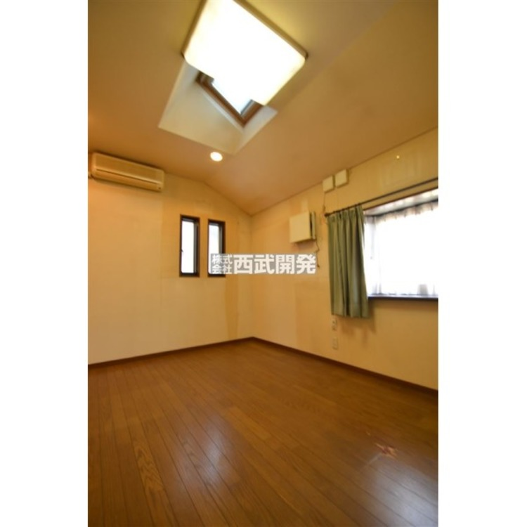 洋室7帖、天窓付き・2面採光で明るい住空間!