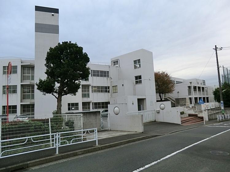 横浜市立 川和中学校 距離約1200m