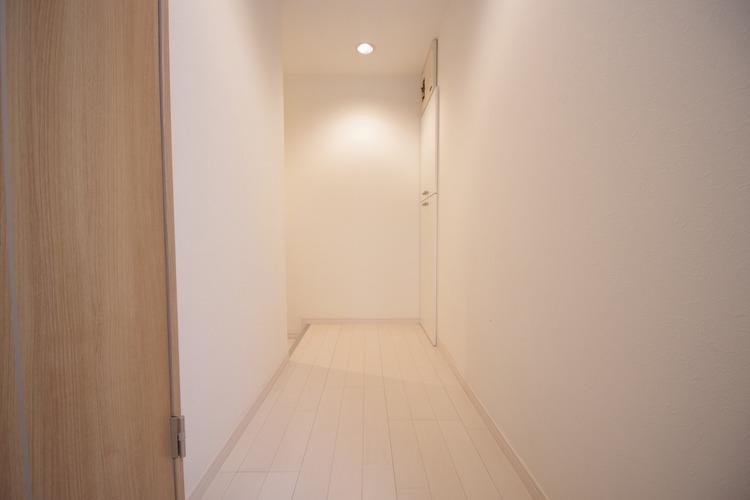 玄関からダイニングへと続く廊下