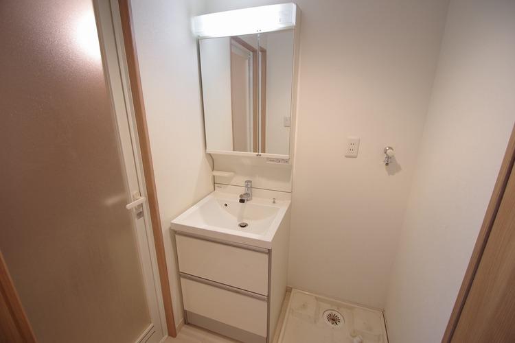 洗面スペースに洗濯機置場あります