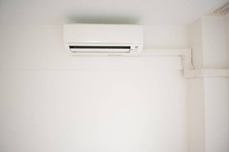 ベッドルームにはエアコンが付いています