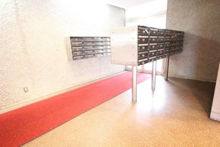 光注ぐロビーは高級感と安心を兼ね備えた空間となっており、このマンションの魅力のひとつです