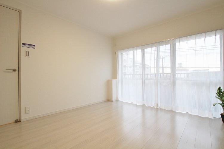 こちらの洋室は約7帖の広さがあるので、ダブルベッドを置くことも可能です