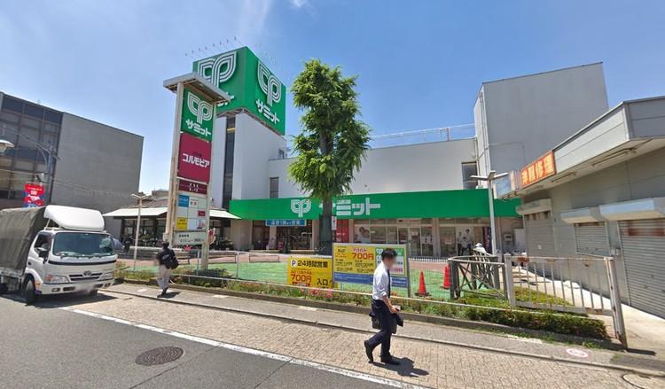 駅前にある利用のしやすいスーパーマーケット