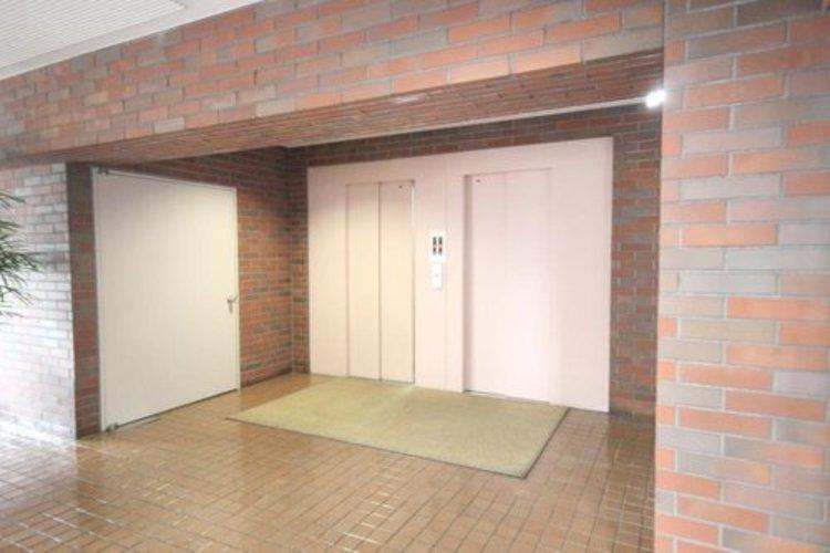 出勤時の忙しい朝も2基のエレベーターで待ち時間短縮です。