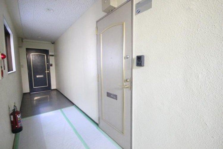 玄関部分には防犯面が強化されるTVモニタホン設置。