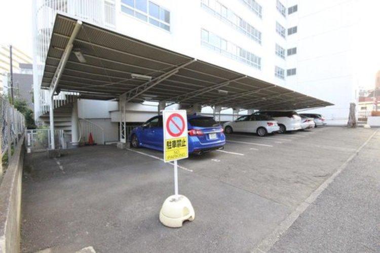 ゆとりをもった駐車場は駐車も用意で非常に綺麗な状態のため、愛車を駐車するには良い環境です。※空き状況は都度ご確認下さい。