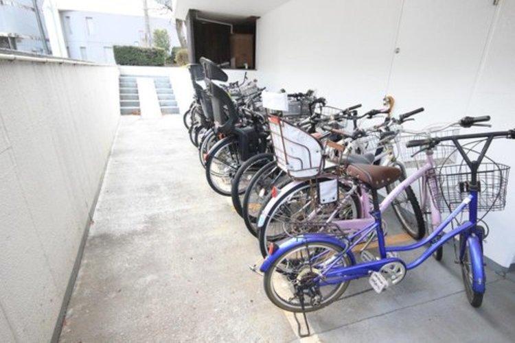 管理人さんの細かさは、駐輪場でわかるといっても過言ではない。綺麗に並んだ自転車をみると安心感がありますね。