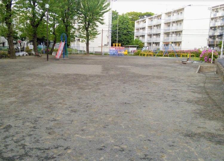 ちいさなお子さんの遊び場にぴったりの公園。マンションからも近く出かけやすいです