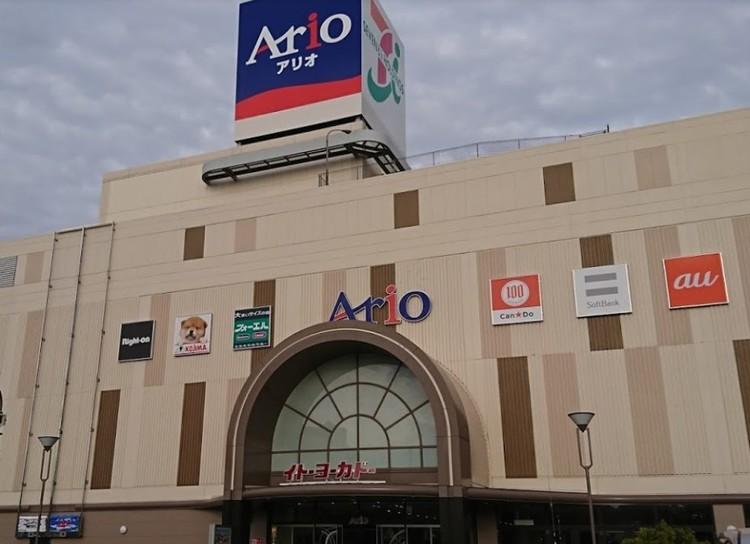 スーパーや飲食店、ペットショップなどが入るショッピング施設