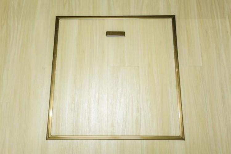 <床下収納>マンションの1階ならではの収納。漬物やめったに使わない鍋など床下の涼しい場所で保管できます。