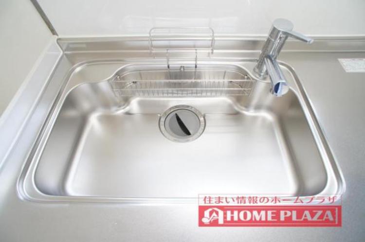 大き目なお鍋も余裕をもって洗えるサイズのシンクです!