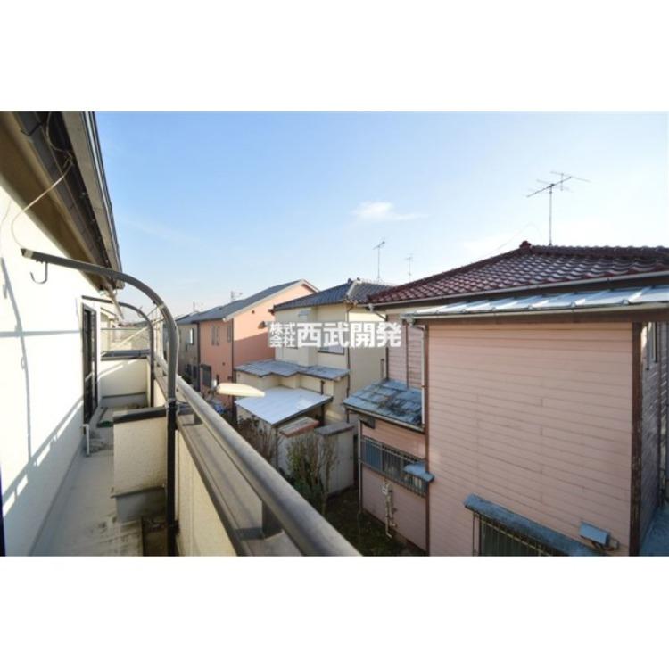 バルコニーからの眺望、周辺は閑静な住宅地!