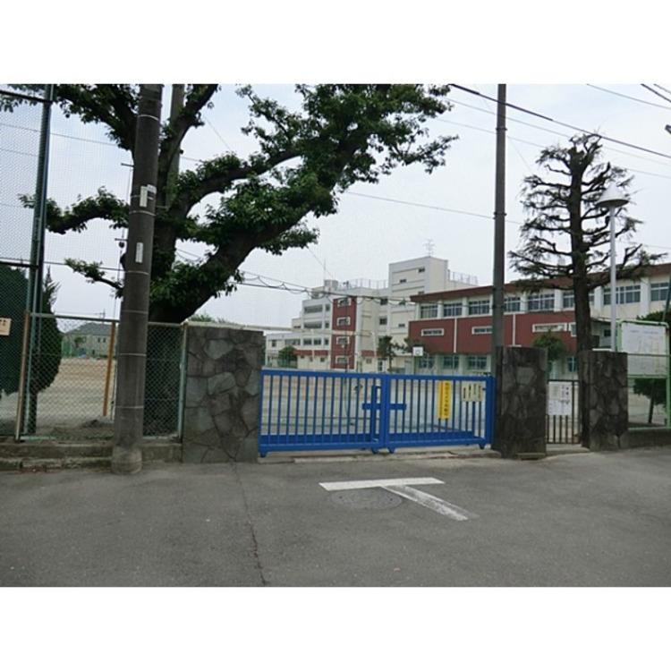緑中学校(約1100m)
