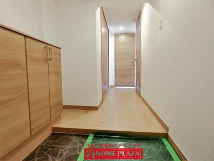 玄関にはシューズボックスがあり、スッキリとした印象の玄関です。