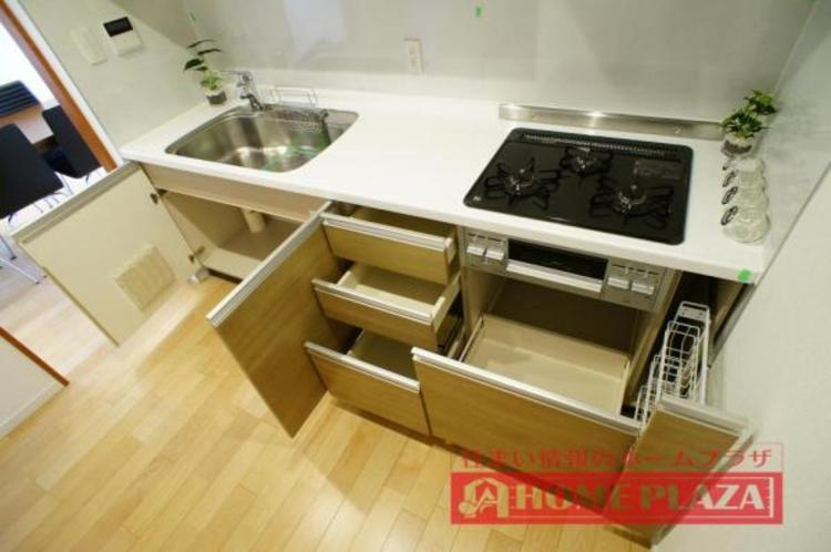 作業台も広く収納も豊富なのでお料理の幅が広がりそうです♪