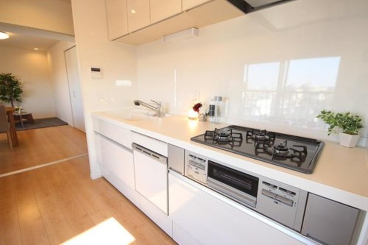 開放感のあるキッチンスペース。調理をしながら、会話が弾み、日々の料理造りが楽しくなりそうですね。