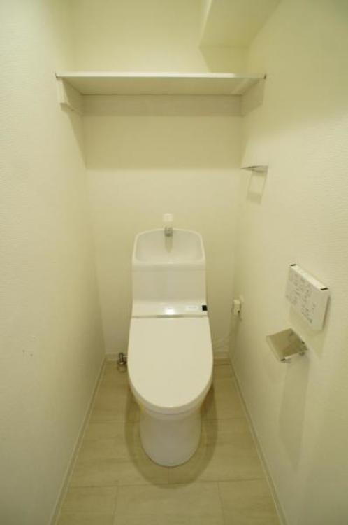 節水効果もありお掃除もしやすいタンク一体型のトイレを採用!