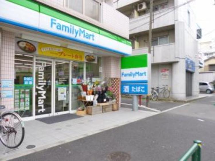 ファミリーマート世田谷淡島通り店まで450m。24時間営業しているコンビニは、深夜のお買い物にも最適です。