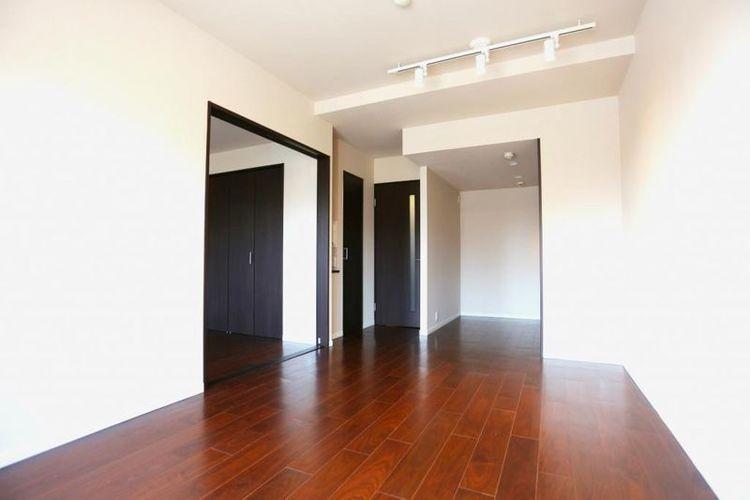 「LDK」約11.6帖 家具、インテリアのレイアウトもしやすい縦長リビング