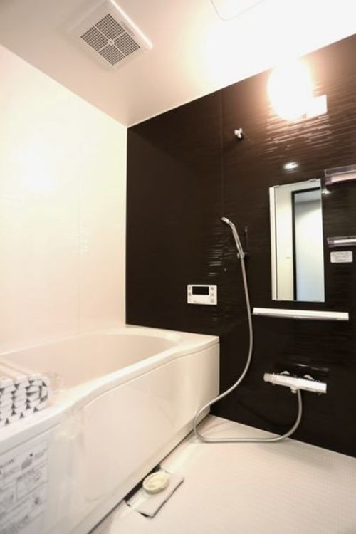 「バスルーム」落ち着きのあるバスルーム