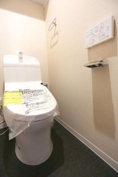 「トイレ」温水洗浄機能付き