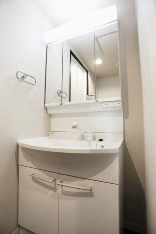 「洗面化粧台」三面鏡付き洗面化粧台