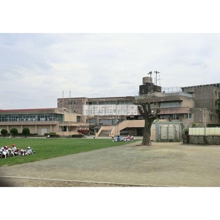 久米川東小学校(約920m)