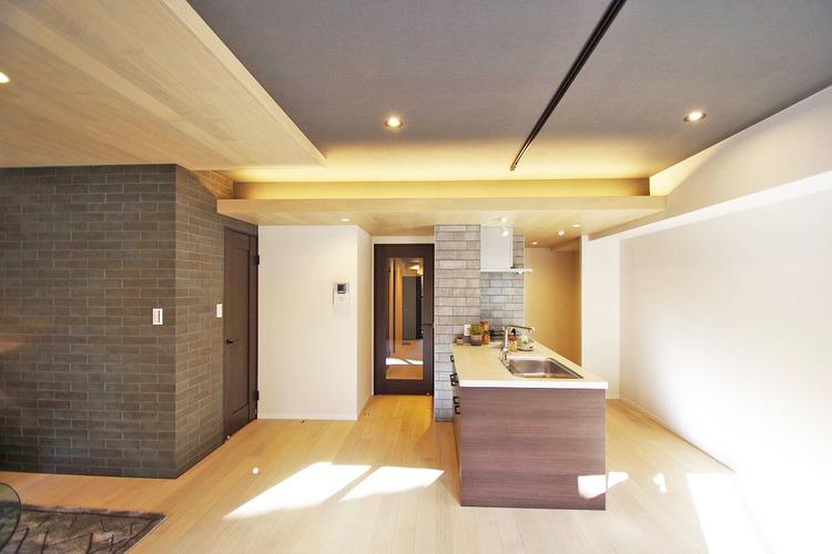 天井部分の間接照明はLDKをおしゃれに演出してくれます
