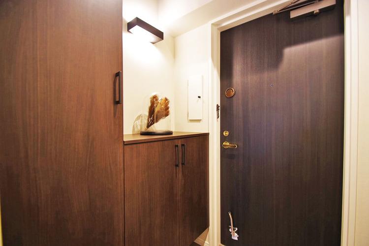 広々とした贅沢な玄関、安心の収納