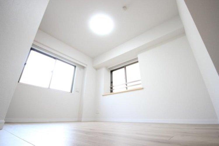 採光と通風に優れた、2面採光。清潔な室内を、より一層際立たせます。