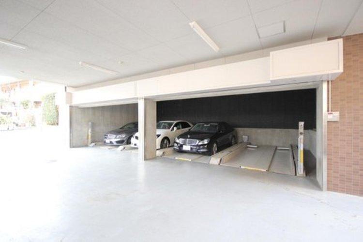 嬉しい敷地内駐車場専用使用権付。週末は家族でドライブが楽しめますね。※空き状況は都度ご確認下さい。