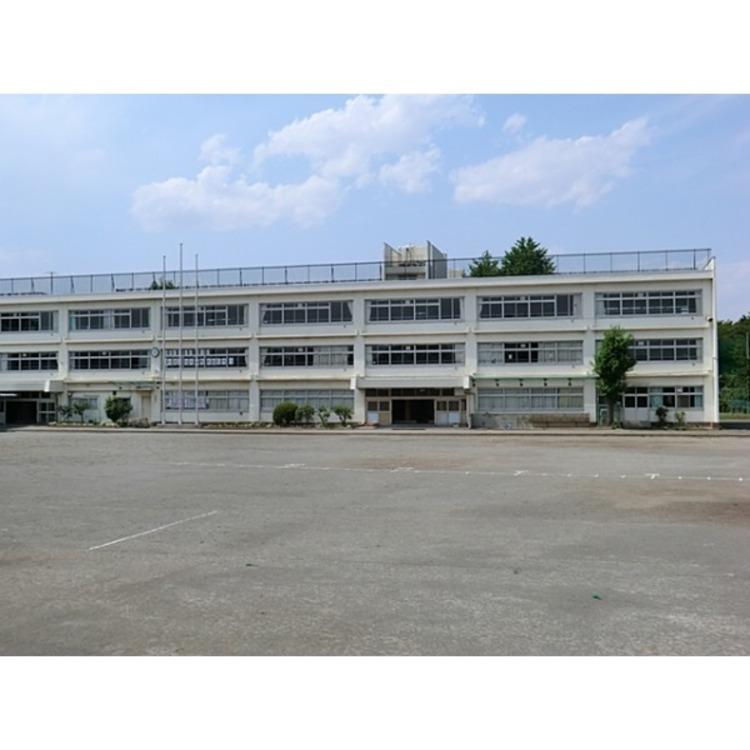 東久留米市立久留米中学校(約140m)