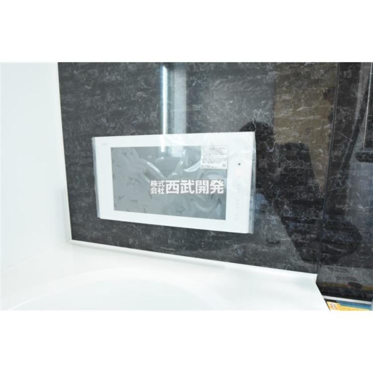 一日の疲れを癒すバスルームに、贅沢にもTVをご用意いたしました!