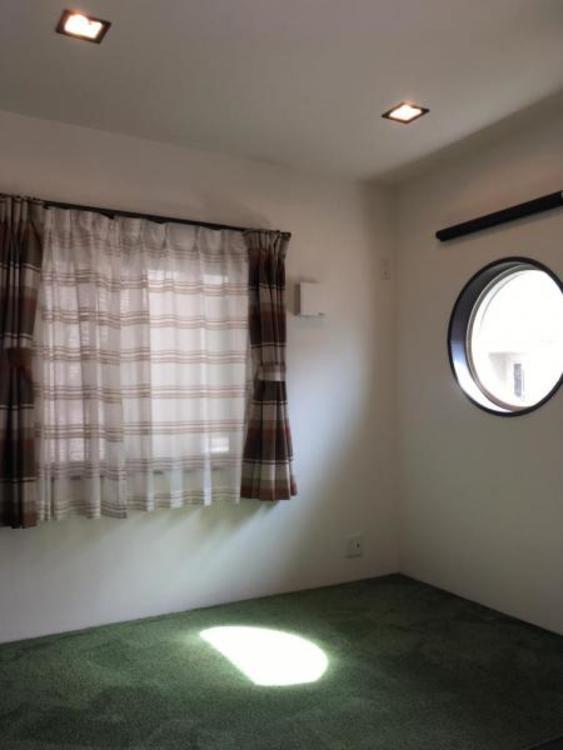 リビングにある畳スペースは3帖、お子様のお昼寝スペースとしても使用できますね!