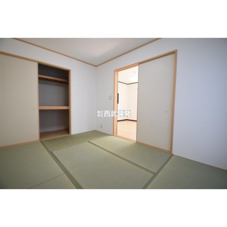 和室の押入れも布団が入るスペースがございます。
