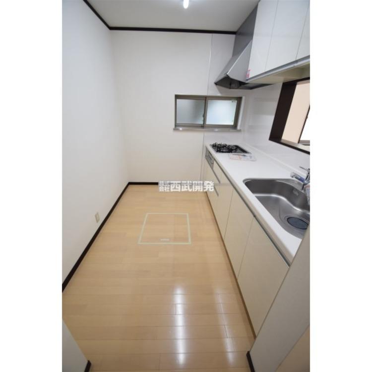 キッチンスペースほ余裕のある広さです。冷蔵庫や食器棚を配置がしやすいですね。