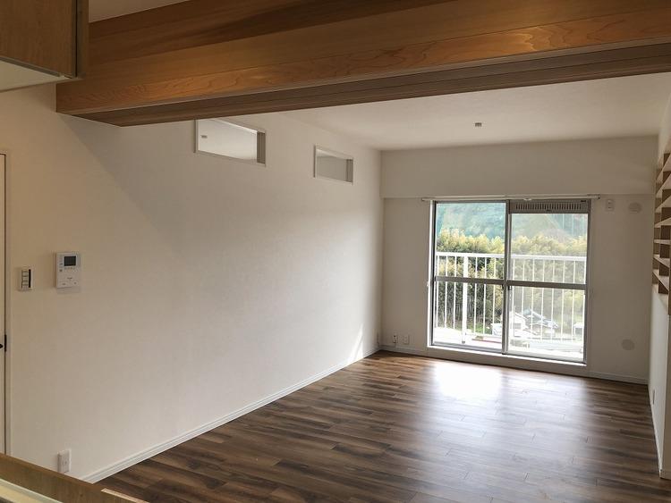 日当たりの良い南西角部屋のお部屋です。ベランダ側の眺望・風通しは抜群です。是非現地までお越しください!